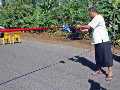 Minister of Works, Transport and Infrastructure cuts the ribbon to officially open the new road at Moataa