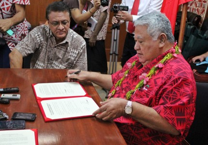 PM Tuilaepa shortly after signing the sister-city agreement with Samoa's Ambassador to China, Tapusalaia Terry Toomata looking on.