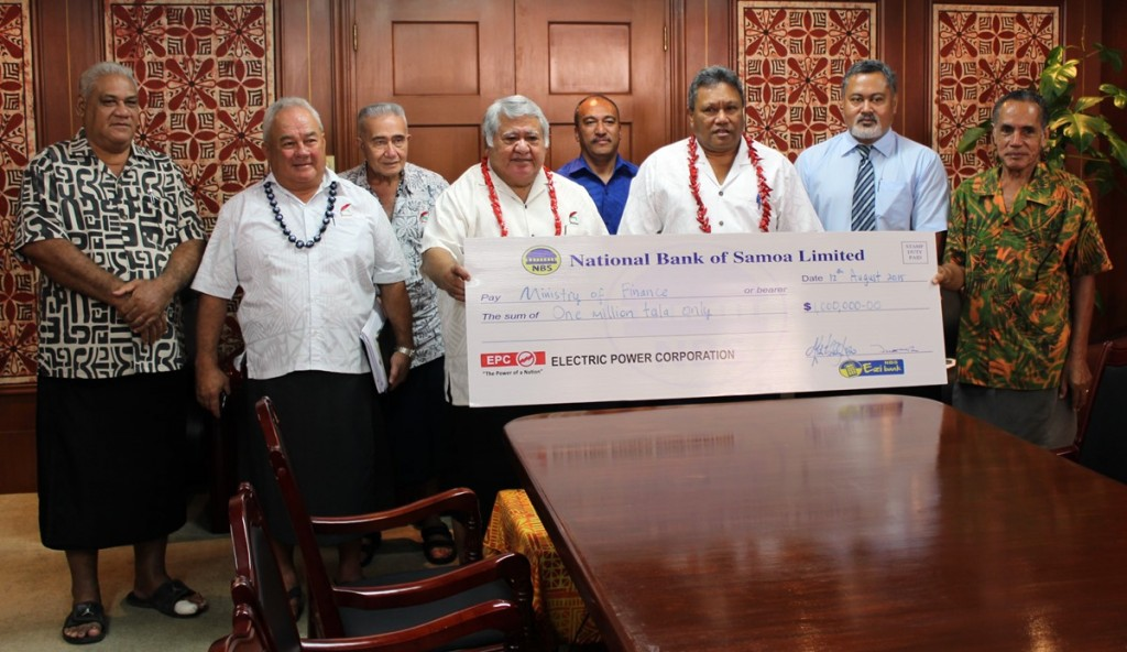 Prime Minister, Cabinet Ministers and EPC Board pose with the million tala dividend cheque from EPC.