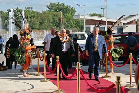 Prime Minister Tuilaepa arrives at the POM Convention Centre for the Summit