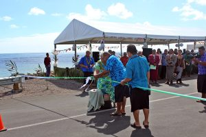 Deputy Prime Minister and Minister of Natural Resources and Environment, Fiame Naomi Mataafa cuts the ribbon with help from Nafoitoa Talaimanu Keti (MP for Saleia)